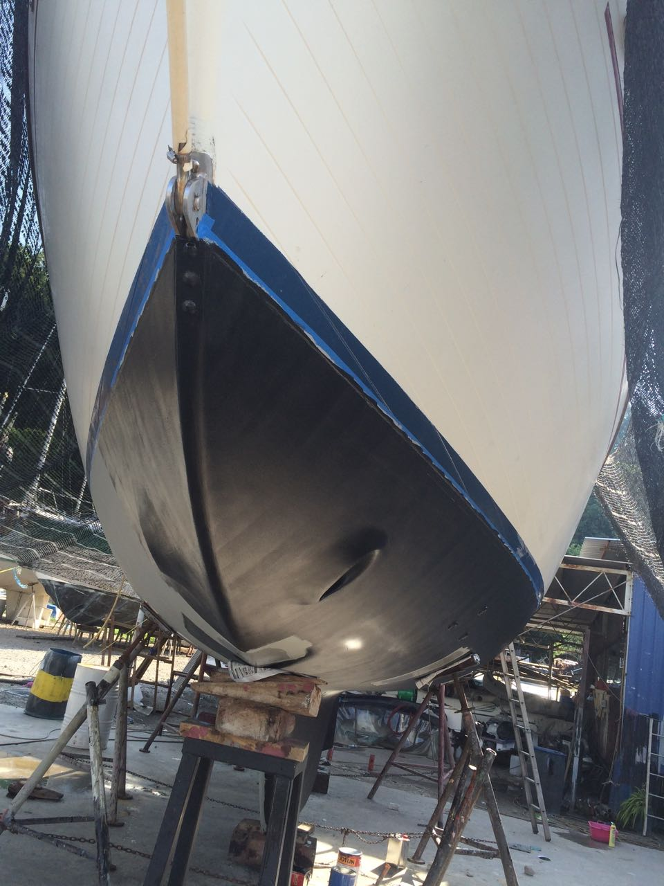 So it looks like we are having black Antifoul, (Stealth mode in  operation)